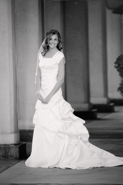Amy Bridals 003bw.jpg