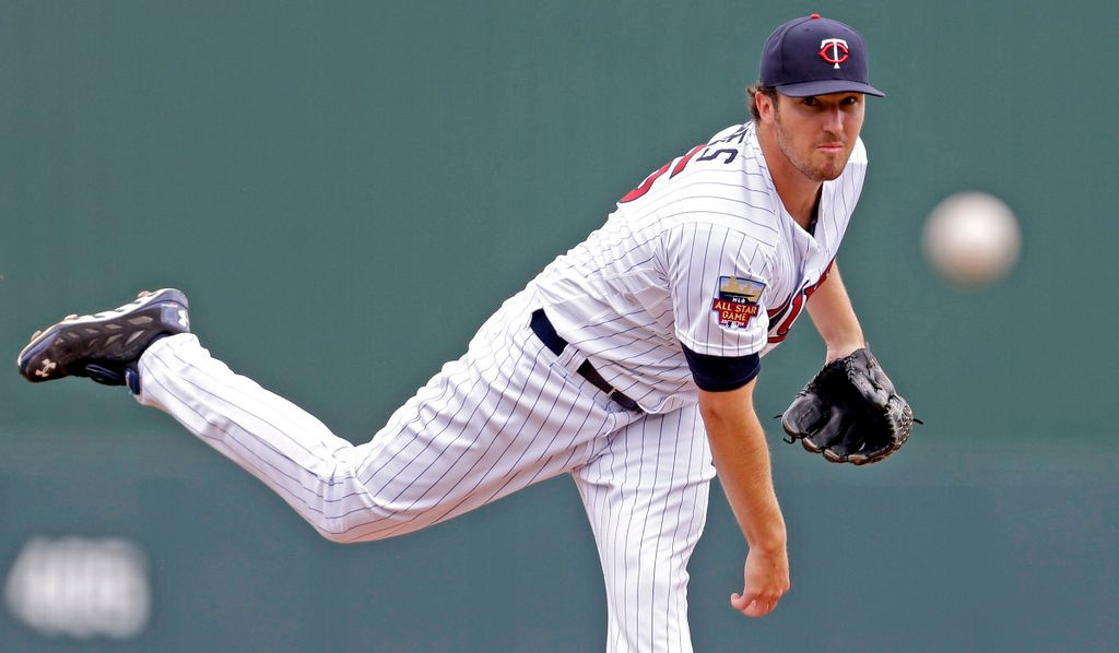 ". <p>3. PHIL HUGHES <p>Successful hurlers usually don�t wait until their 30th pitch to record their first out. Just sayin�. (unranked) <p><b><a href=\'http://www.twincities.com/sports/ci_25531685/athletics-outlast-twins-7-4-11th-inning-homer\' target=""_blank\""> HUH?</a></b> <p>    (AP Photo/Gerald Herbert)"