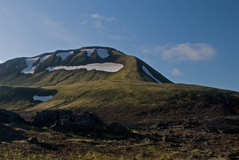 Gönguleiðin upp á Hvanngilshnausa liggur upp hálsinn
