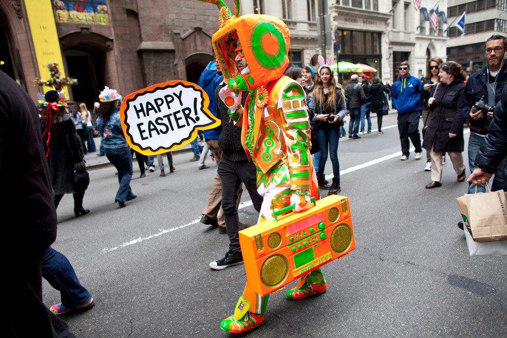 . Davey Mitchello participates during the annual Easter Day procession on 5th Avenue March 31, 2013 in New York City. The annual festivities attracts hundreds of New Yorkers gathering in front of St. Patrick\'s Cathedral wearing colorful hats and costumes celebrating one of the holiest days in the Christian calendar. (Photo by Ramin Talaie/Getty Images)
