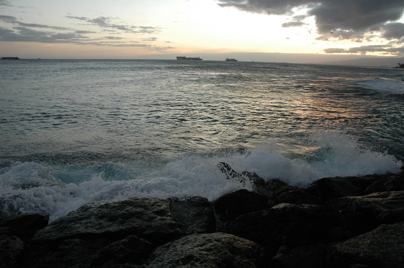 Hawaii - Ala Moana Beach Sunset-121.JPG