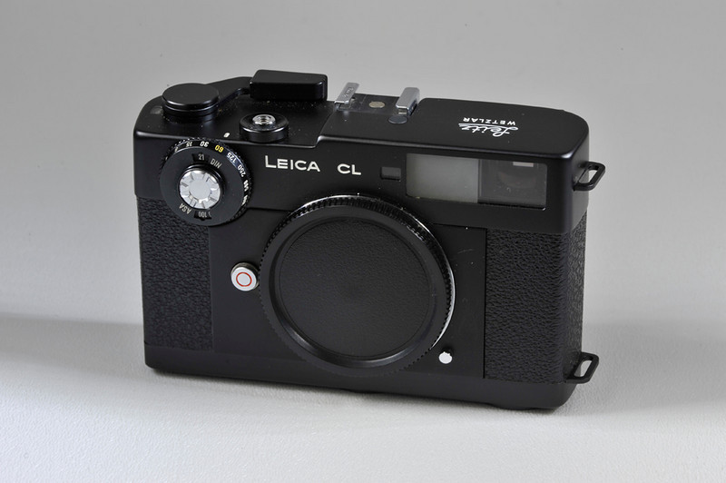 Leica CL biody with body cap, case and correct box. Condition is mint minus. Good meter.