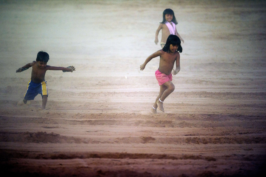 . Indigenous children play before the start of the opening ceremony of the International Games of Indigenous Peoples, in Cuiaba, state of Mato Grosso, on November 9, 2013. 48 Brazilian ethnic groups and indigenous representatives from 16 countries are taking part in the event which runs until November 16. AFP PHOTO / CHRISTOPHE SIMON