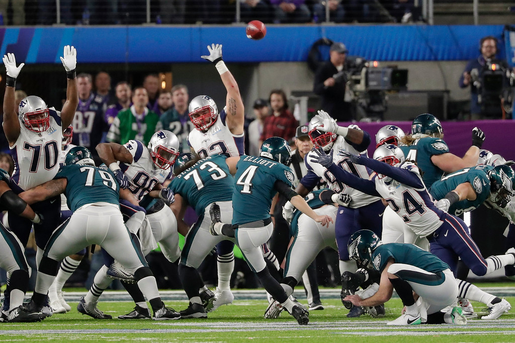 . Philadelphia Eagles kicker Jake Elliott (4) misses an extra-point kick against the New England Patriots, during the first half of the NFL Super Bowl 52 football game, Sunday, Feb. 4, 2018, in Minneapolis. (AP Photo/Tony Gutierrez)