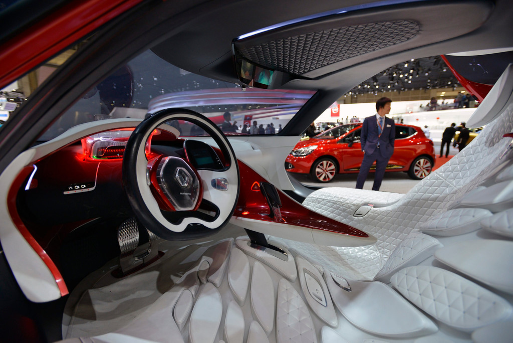 . An interior view of a Renault\'s \'DeZir\' electric concept car at the 43rd Tokyo Motor Show 2013 in Tokyo, Japan, 20 November 2013.   EPA/FRANCK ROBICHON