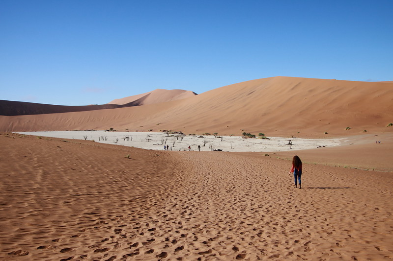 """Hiking to DeadVlei, """"a place of no return"""""""