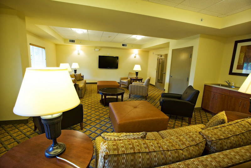 CANDLEWOOD SUITES FORT MYERS Living Room018.jpg