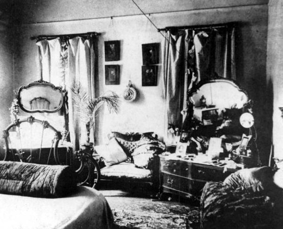 Court Bedroom - 1902.jpg