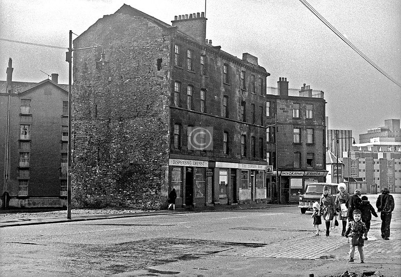 Stirling Rd, looking south-west from Glebe St.  The Corner Bar is at the corner of St James Rd.   March 1973