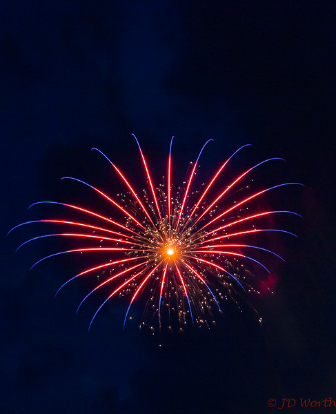 070417 Luray VA Downtown Fireworks - Red White and Blue Starburst-0889.jpg