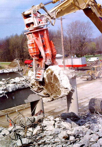 NPK M28G concrete pulverizer on Cat excavator-commercial demolition (Rt. 10) 04-08-98 (19).jpg