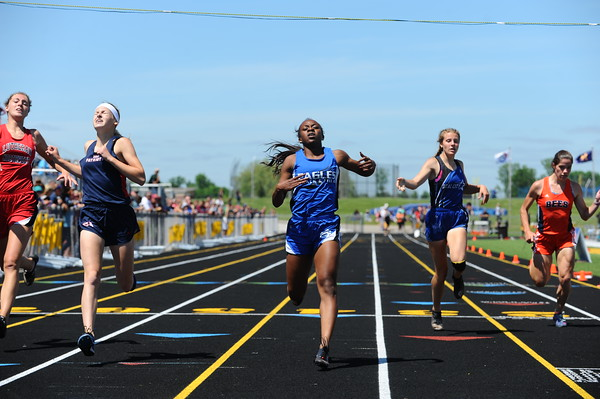 D4 Boys'/Girls' 200 Meter FINALS - 2018 MHSAA LP T&F Finals