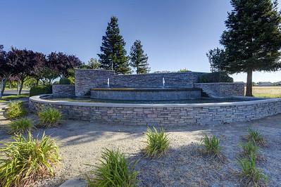 Edgewater Circle, Linda