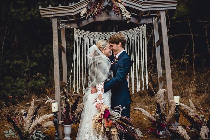 Requiem Images - Luxury Boho Winter Mountain Intimate Wedding - Seven Springs - Laurel Highlands - Blake Holly -1093.jpg