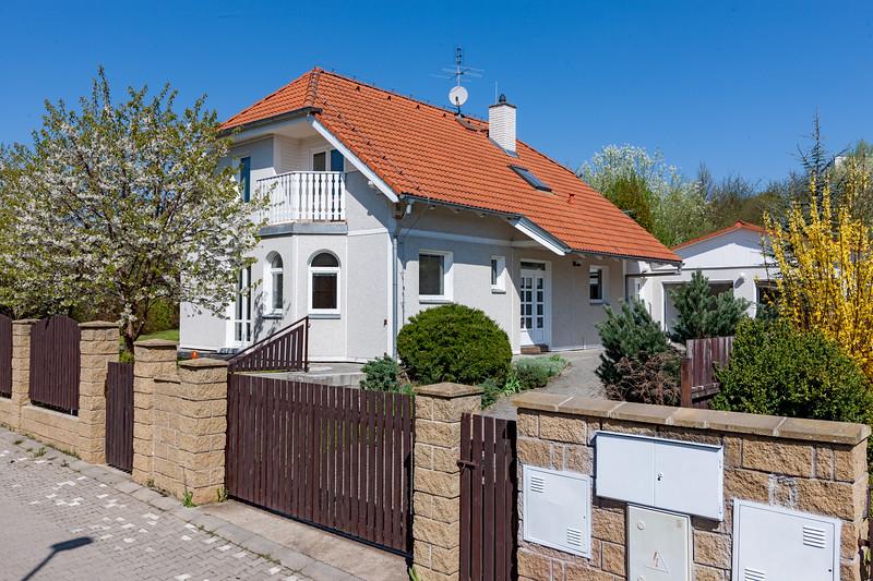 Cherry Tree Cottage to Sports Pub Sokolovna Únětická 1.6km
