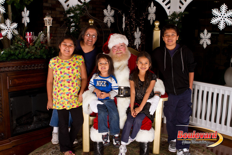 Santa Dec 15-256.jpg