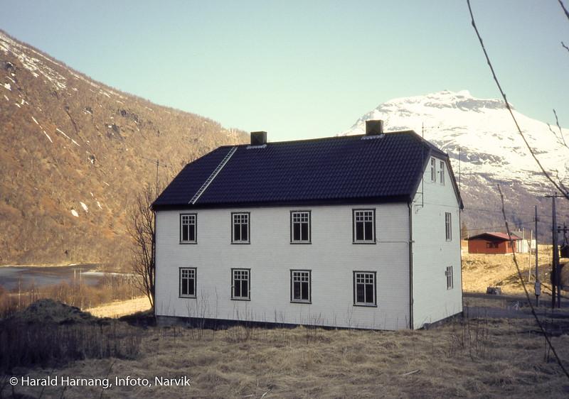 Tjenestebolig i Sørfjorden i Tysfjord, nær kraftanlegg. Eies av Narvik energi.