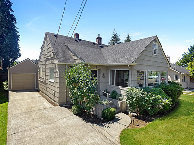 712 6th Ave SW, Puyallup