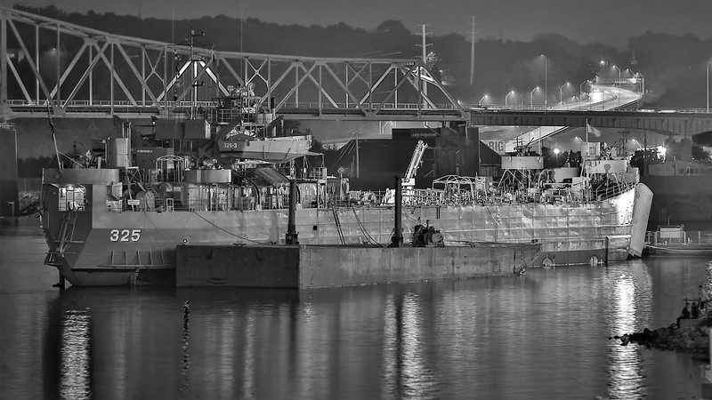 DA022,DB,USS_LST_325_late_night_at_the_port_of_Dubuque.jpg