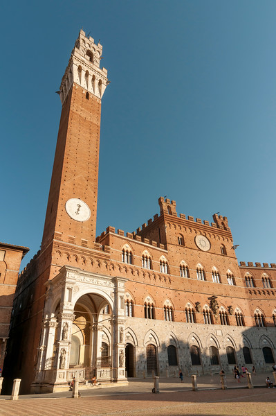 Palazzo Pubblico (Town Hall) with Torre del Mangia at Piazza del Campo, Siena, Tuscany, Italy
