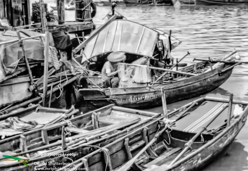 19801009 Fisherman on the Pearl River, Macau