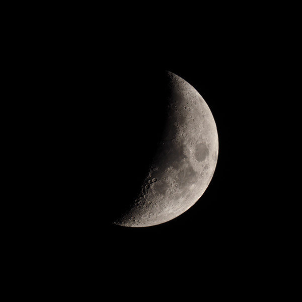 Waxing crescent 37%