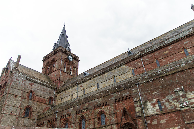 St. Magnus Cathedral, Kirkwall, Orkney - 02.jpg