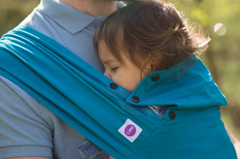 Izmi_Baby_Carrier_Cotton_Teal_Lifestyle_Front_Carry_Girl_Asleep.jpg