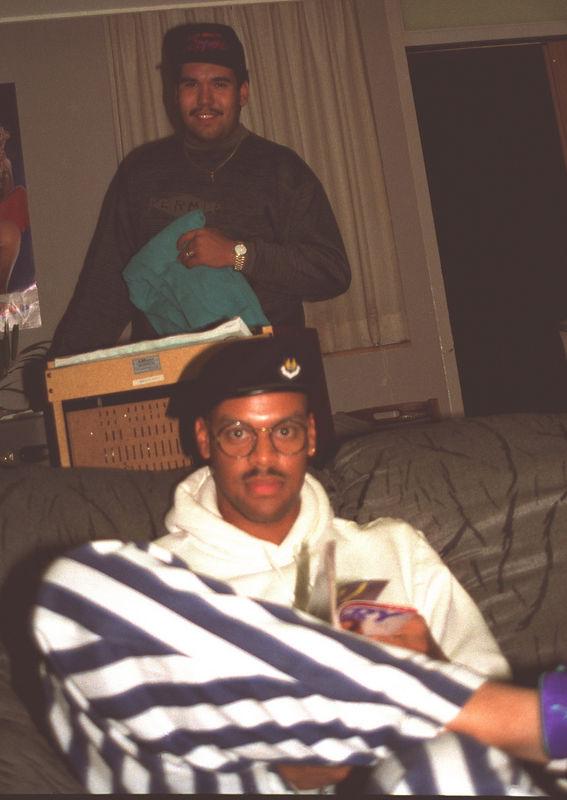 1991 12 20 - Hanging w_the fellas 01.jpg