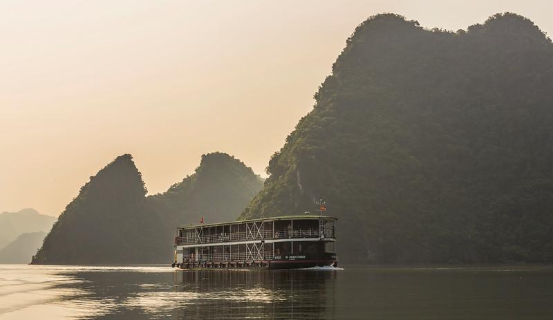 halong-bay--red-river_32187495513_o.jpg