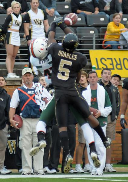 C Quarles breaks up pass vs Byrd.jpg