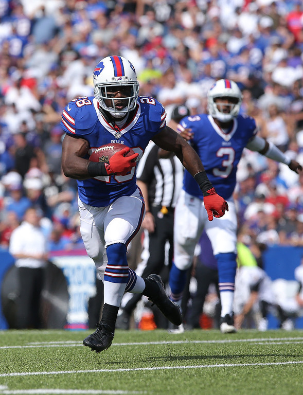 . ORCHARD PARK, NY - SEPTEMBER 29: C.J. Spiller #28 of the Buffalo Bills carries the ball on a hand-off from E.J. Manuel #3 during NFL game action against the Baltimore Orioles at Ralph Wilson Stadium on September 29, 2013 in Orchard Park, New York. (Photo by Tom Szczerbowski/Getty Images)