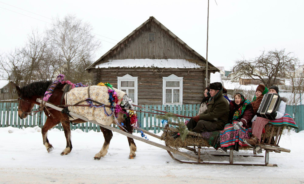 ". People sing Christmas carols, known locally as ""Kolyadki\"", in the village of Zhazhelka, some 48 km (30 miles) east of Minsk, January 7, 2013.  REUTERS/Vasily Fedosenko"