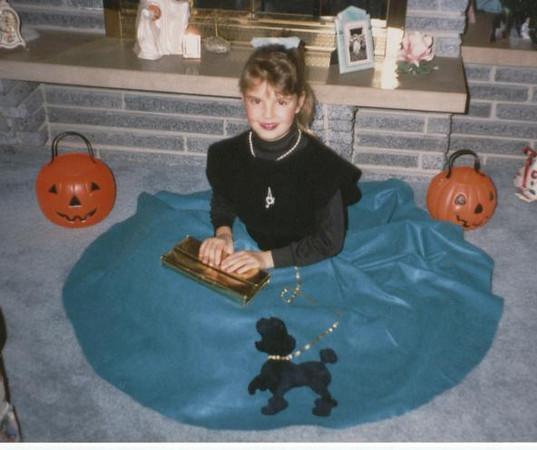 Andi_in_her_poodle_skirt_Halloween_90.jpg