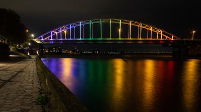 Wilhelminabrug in regenboogkleuren