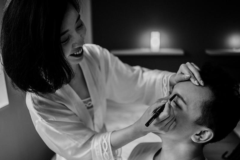 Tu-Nguyen-Destination-Wedding-Photographer-Iceland-Elopement-Fjaðrárgljúfur-16-144.jpg