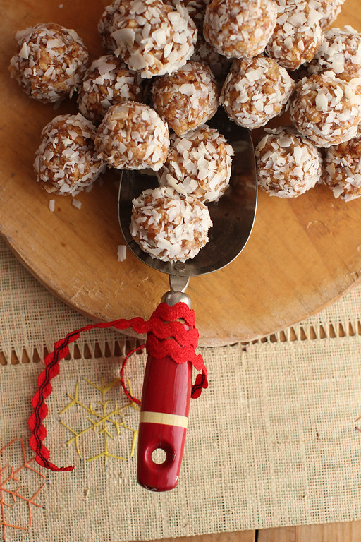 ". These cookies are from a recipe by Alison Ladman. <a href=""http://www.app.com/story/life/food/2015/12/14/dirty-snowball-cookies-recipe/77305040/\"">Get the recipe for dirty coconut snowballs</a>. (AP Photo/Matthew Mead)"
