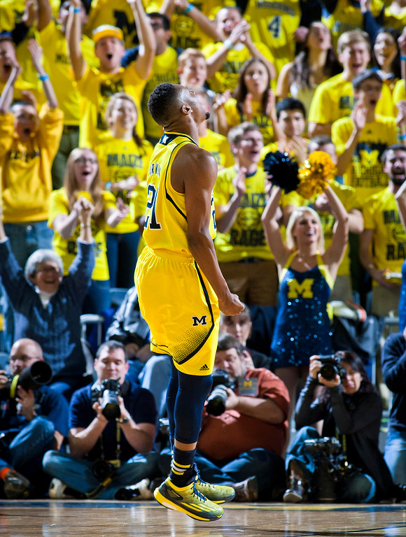 . Michigan guard Zak Irvin reacts after scoring a basket in the first half of an NCAA college basketball game against Syracuse at Crisler Center in Ann Arbor, Mich., Tuesday, Dec. 2, 2014. (AP Photo/Tony Ding)