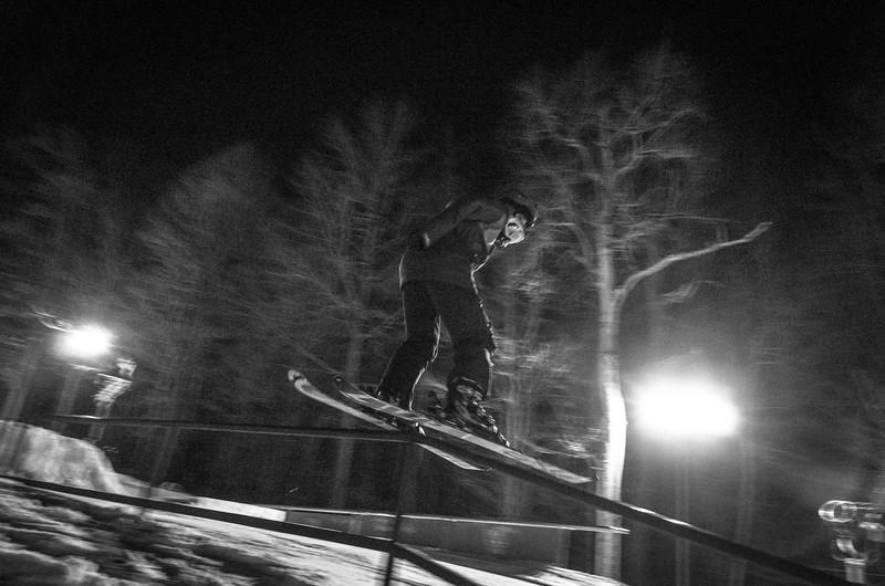 Nighttime-Rail-Jam_Snow-Trails-142.jpg
