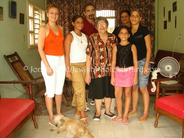 CUBA, Guantanamo. Mizrahi family. (2008)