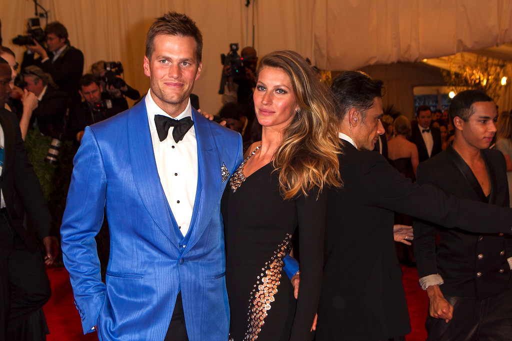 """. Model Gisele Bundchen arrives with quarterback Tom Brady at the Metropolitan Museum of Art Costume Institute Benefit celebrating the opening of \""""PUNK: Chaos to Couture\"""" in New York, May 6, 2013. REUTERS/Lucas Jackson"""