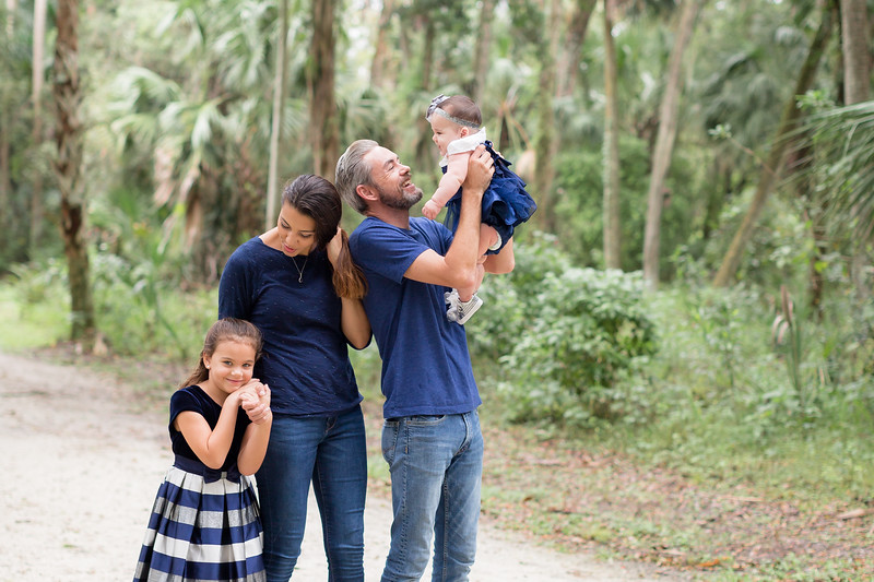 Holiday Minis- Scarth Family-70.jpg