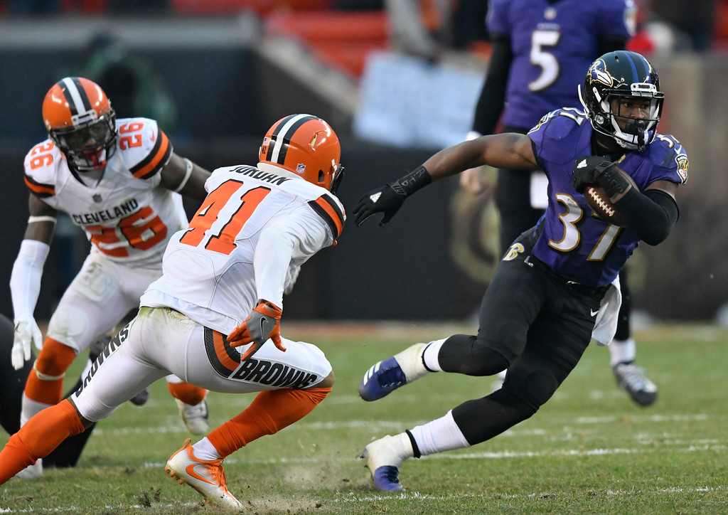 . Baltimore Ravens running back Javorius Allen (37) rushes against the Cleveland Browns during the second half of an NFL football game, Sunday, Dec. 17, 2017, in Cleveland. (AP Photo/David Richard)