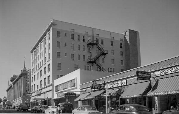 Specialty retail stores in the vicinity of Cohen Brothers department store included Toyland and Haverty's Furniture on Duval Street. Photo by Robert E. Fisher Collection. Courtesy of State Archives of Florida, Florida Memory, http://floridamemory.com/items/show/167006