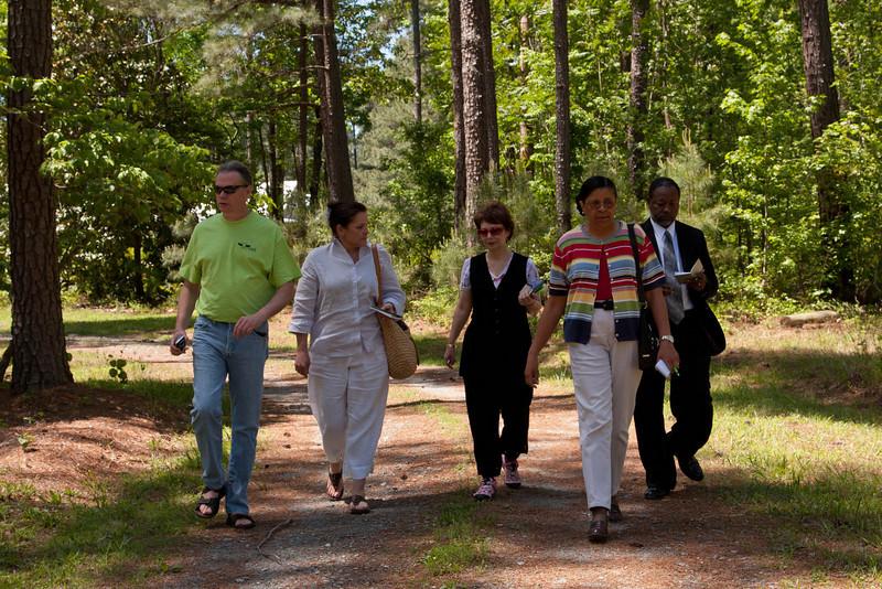 Curtis Dunlap, Susan Nelson, Roberta Beary, Teresa Church, and Lenard on a ginko.