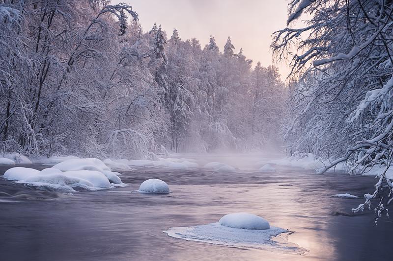 Winter wonders. Morning on Kumsa river