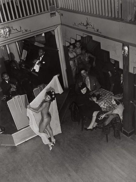 "Aaron Siskind, ""Harlem Nightclub Stripper II"" (1932)"