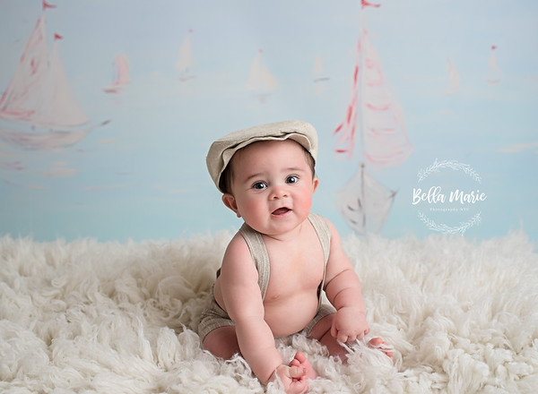 Brayden  /  Seven Month Sitter Session
