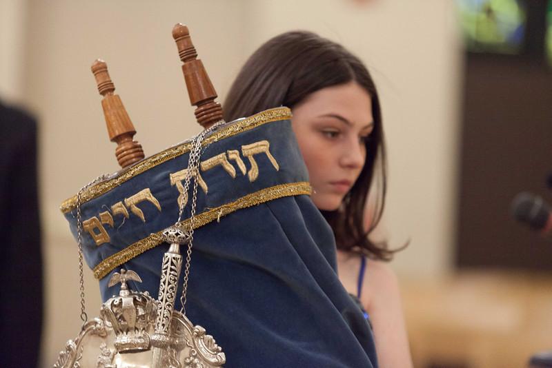 Hannah in Temple-6801.jpg