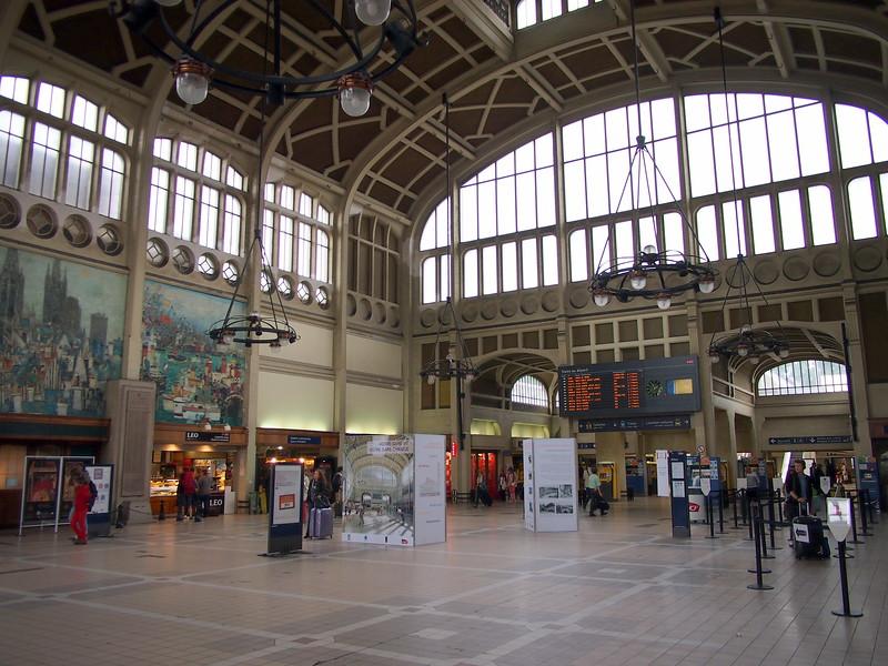 P7276320-train-station-inside.JPG